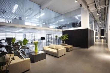 シンプルで高い天井のクライアントエリアは、クライアントへの印象をアップします。